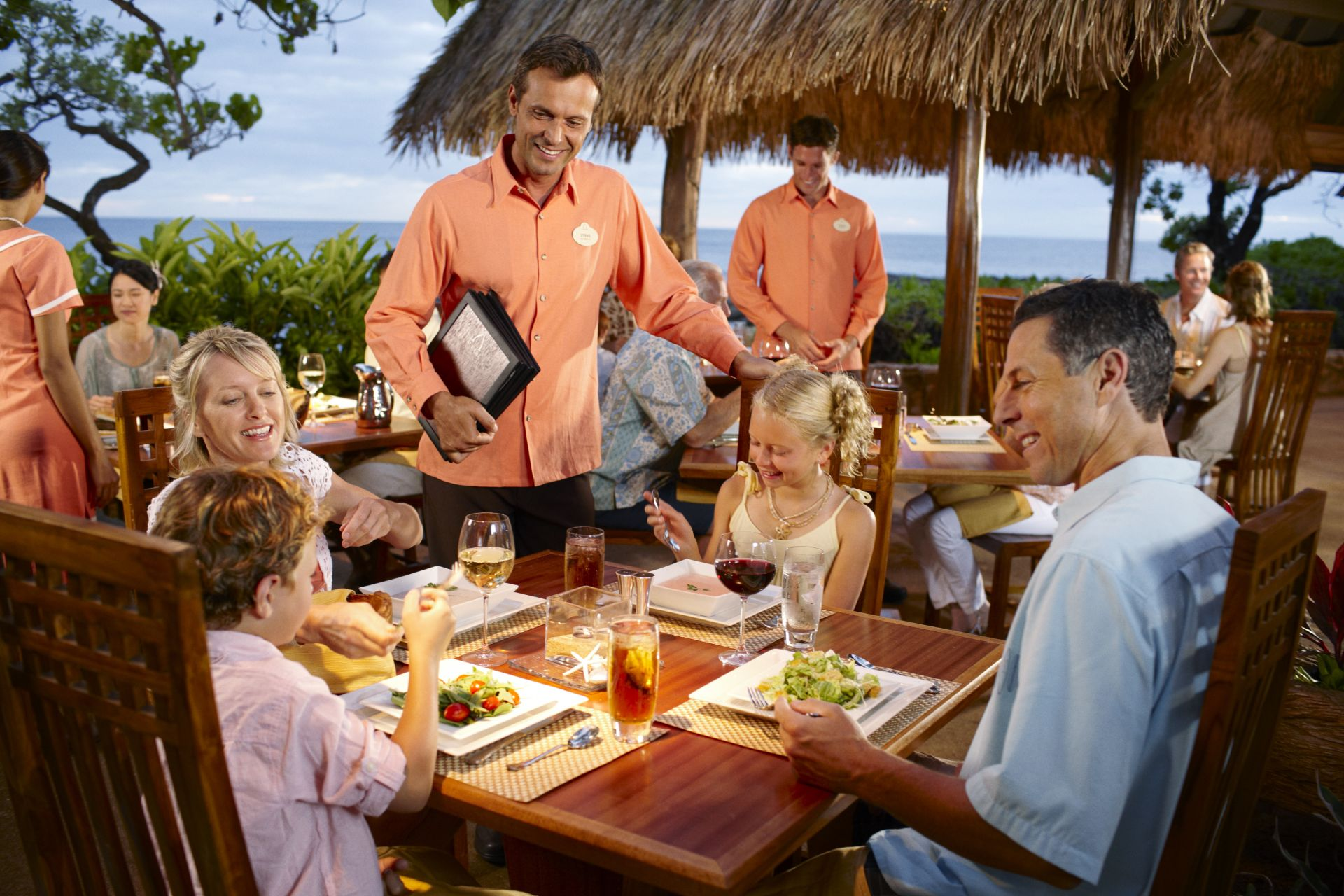 aulani dining family
